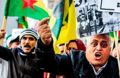 PKK yandaşlarına Türk bayraklı tepki
