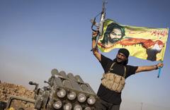İran Afrin'deki PKK'ya akıl verdi! Bayrak asın...