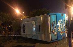 Askerleri taşıyan minibüs devrildi: 23 yaralı