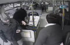 Kahraman otobüs şoförü kalp krizi geçiren kadını böyle kurtardı