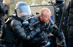 Fransa'da göstericilerle polis arasında çatışma