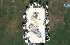 Minik öğrenciler Atatürk'ün portresini çizdi