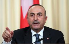 Bakan Çavuşoğlu: Başbakanınız konuşmayı bıraksın
