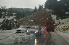 Mayıs'ta kar yağdı sürücüler yolda kaldı!