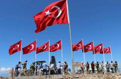 9 şehit verilen tepeye 9 Türk bayrağı dikildi