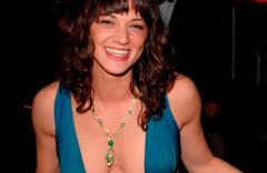 Cannes'e damga vurdu! sahneye çıktı ve 'tecavüze uğradım' dedi...