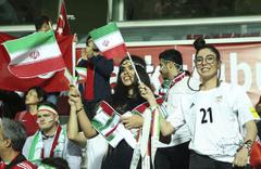 İranlı taraftarlar Başakşehir tribünlerini renklendirdi!