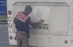 Atatürk çıkartmasını temizleyen Jandarma sosyal medyayı salladı!