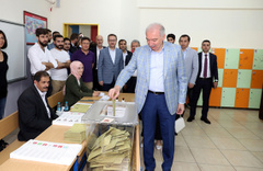 Başkan Mevlüt Uysal oyunu Başakşehir'de kullandı