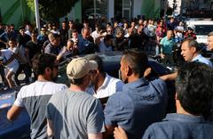 HDP mitingi öncesi ortalık karıştı: Sopalar havada uçuştu!