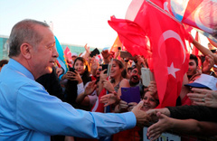 KKTC'de halk Erdoğan'ı coşkuyla karşıladı