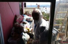 Cihangir'de kötü kokular gelen eve giren ekipler şoke oldu