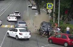 Rusya'da bir araç yayaların arasına daldı