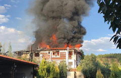 Pamukkale'de 3 katlı otelde yangın çıktı