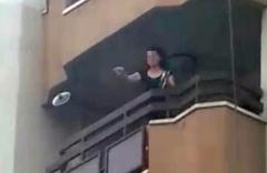 Öğretmenden şok hareket! Evinin balkonuna çıkıp...