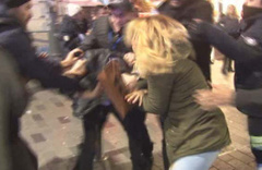 İstiklal Caddesinde meydan kavgası kamerada