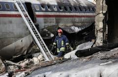 İran'da düşen uçakta 1 yaralı, 14 ölü