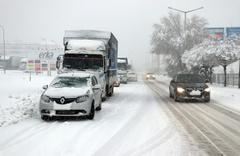 Yarım metre kar hayatı durdurdu yollar kapandı okullar tatil işte son durum