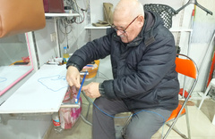 Naylon poşet parayla olunca 47 yıl sonra dükkanına bereket yağdı