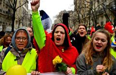 Fransa'da 'sarı yelekli' kadınlar sokaklarda