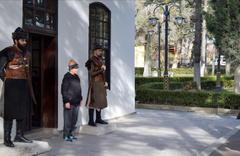 Alp kıyafetli askerler nöbete başladı Ertuğrul Gazi Türbesi doldu taştı