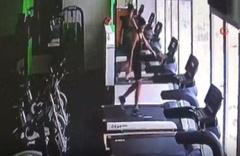 Acemi sporcuların koşu bandından düştüğü anlar kamerada