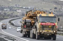 Sınıra askeri sevkiyat tam gaz devam ediyor...