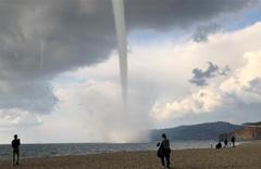 İzmir, Mersin, Muğla ve Balıkesir'de hortum ve şiddetli yağış alarmı