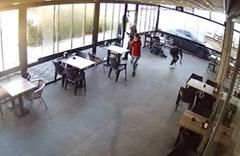 Kovulduğu kafedeki 4 kişiyi vurdu! O anlar kamerada