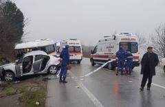 Kocaeli'de öğrenci servisiyle otomobil çarpıştı! Ölü ve yaralılar var