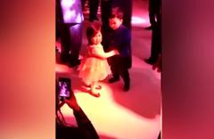Dans ettiği kızı bırakmak istemeyen küçük çocuk sosyal medyayı salladı