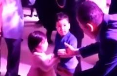 Düğünde dans ettiği kızı bırakmak istemedi kızın babasına bakın ne yaptı