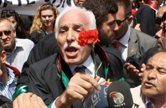 Mustafa Kamalak'a saldırı