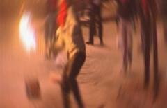 Eylemciler alışveriş merkezine saldırdı