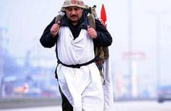 Kefeni giydi Erdoğan'a destek için yürüyor