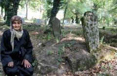 Mezarlıkta yaşananlar şaşkına çeviriyor