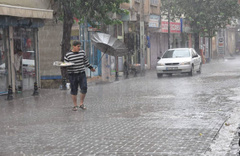 Meteoroloji'den İstanbul, Kocaeli, Sakarya ve Antalya için yağmur, fırtına uyarısı