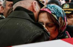 Şehit Pilot Yüzbaşı Özerli, İzmir'de gözyaşlarıyla uğurlandı