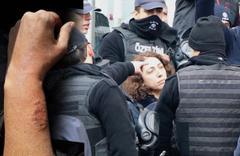 HDP'li milletvekili Saliha Aydeniz, polis memurunun kolunu ısırdı