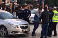 Adana'da sürücü ile yaya birbirine girdi! O anlar kamerada