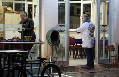 İzmir'de kahvehane önünde silahlı saldırı