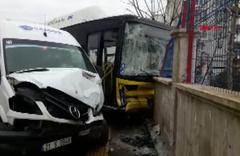Diyarbakır'da halk otobüsü ile servis minibüsü çarpıştı: 13 yaralı