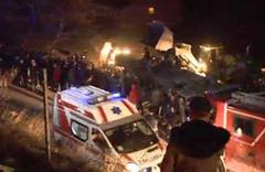 Ankara'da otomobil alt sokağa uçtu! 2 yaralı