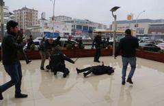 Polisi ısıran HDP'li vekil Saliha Aydeniz'in düşme anı
