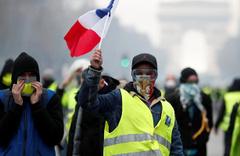 Fransa'da sarı yelekliler yine sokağa indi