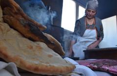 Anadolu sofralarının vazgeçilmezi tandır ekmeği nasıl yapılır