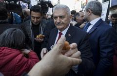 Binali Yıldırım, CHP Seçim Koordinasyon Merkezi'ni ziyaret etti