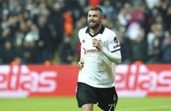 Burak Yılmaz Beşiktaş'tan ayrılıyor! Gönlü İtalya'da ama...
