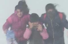 Kars'ta tipi ulaşımı durdurdu! Öğrenciler tipide mahsur kaldı