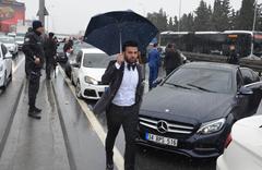 27 araçlık düğün konvoyu polisi alarma geçirdi